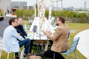 Paul Ronzheimer im Gespräch mit Konrad Göke (l.) und Torben Werner. (c) Jana Legler