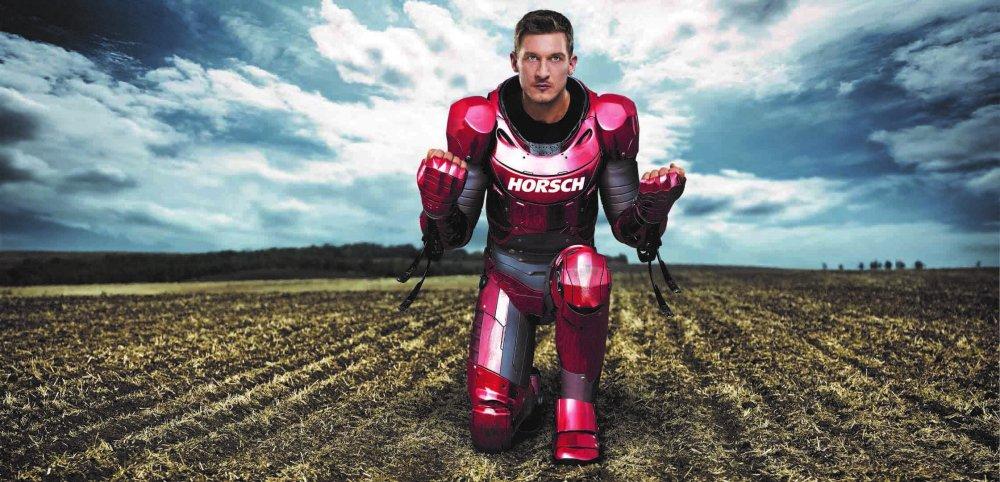 """Der """"Iron Man"""" der Landwirtschaft: So stellt sich Horsch die """"Farming Heroes"""" vor./ """"Farming Hero"""": (c) Horsch"""