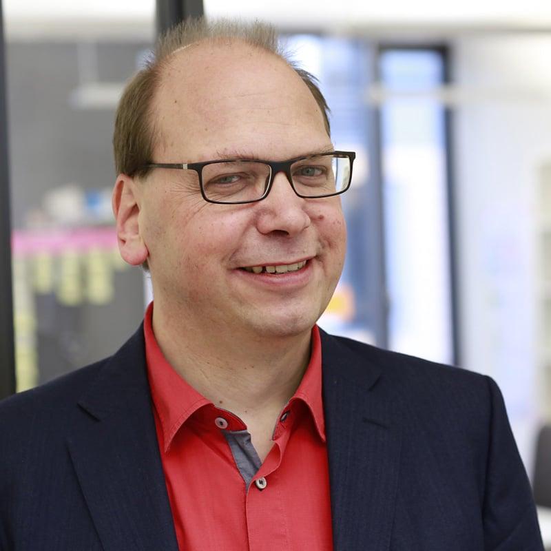 Klaus Eck erklärt die Chancen durch den Einsatz von Corporate Influencern. / Klaus Eck: (c) d.Tales