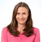 Kristin Breuer ist seit April 2020 Geschäftsführerin Kommunikation beim Verband Forschender Arzneimittelhersteller (VfA). (c) privat