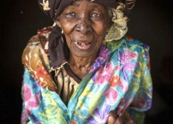 """""""Kampf gegen weibliche Genitalverstümmlung in Mali"""" / Plan International Deutschland Barbara Wessel (c) Ilvy Njiokiktjien"""