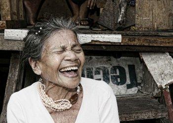 """""""Starke Frauen in den Slums von Manila02"""" / Perlensalon Sylke Schumann (c) Sylke Schumann"""