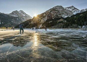 """""""Lauensee Hockey"""" / Schweiz Tourismus, Ivo Scholz (c) Martin Mägli"""