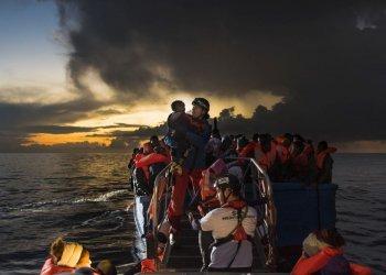 Rettungen am frühen Morgen: Zuerst werden Babys und Kinder gerettet, dann folgen die Frauen und zum Schluss die Männer. (c) Laurin Schmid