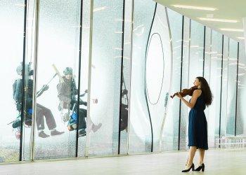 """Window Waltz @ Elbphilharmonie Hamburg"" / Hamburg Marketing GmbH, Natalie Ruoss (c) Christopher Koch"