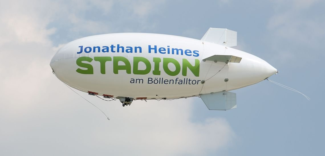 In Gedenken an den verstorbenen Fußballfan Jonathan Heimes verzichtete Sponsor Merck auf sein Namensrecht am Böllenfalltor-Stadion. (c) Joaquim Ferreira/foto-kiko.de