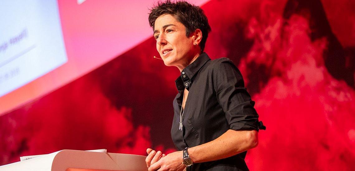 Man dürfe den Lauten nicht das Netz überlassen, forderte Dunja Hayali in ihrer Keynote auf dem Kommunikationskongress. (c) Jana Legler/Quadriga Media Berlin