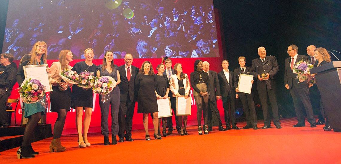 Alle Preisträger im Gruppenfoto, (c) Julia Nimke