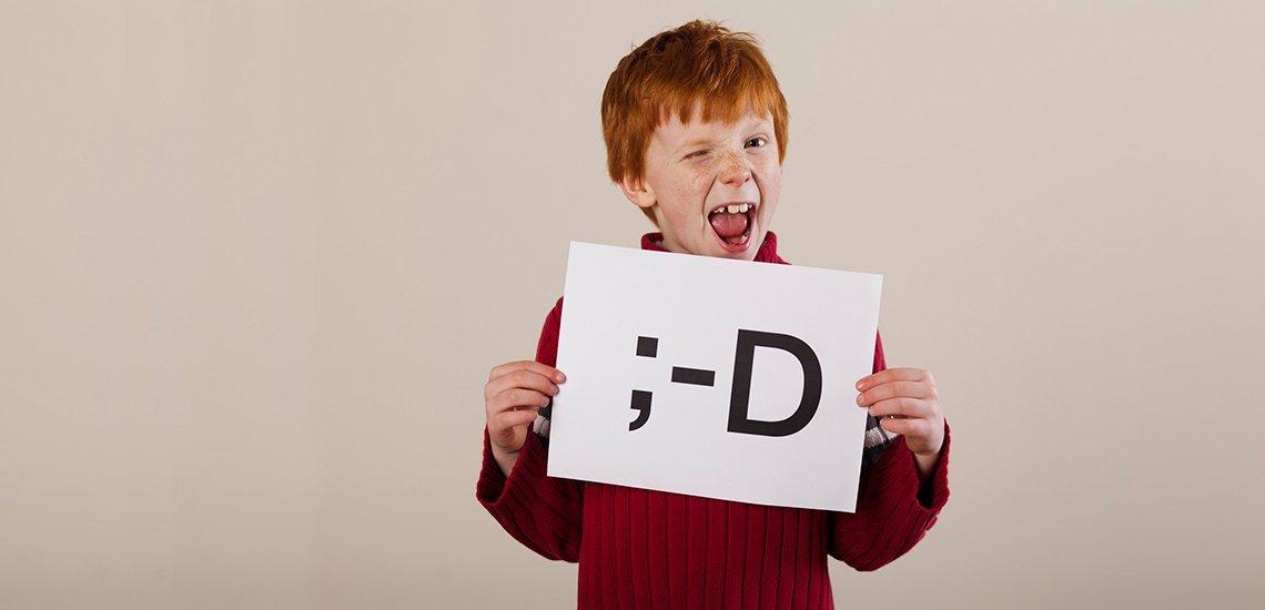 Die Zeichenfolge der Buchstaben ist urheberrechtlich nicht schützenswert, aber das von einem Grafiker gestaltete Icon auf Ihrem Smartphone. (c) Blend Images/ John Lee