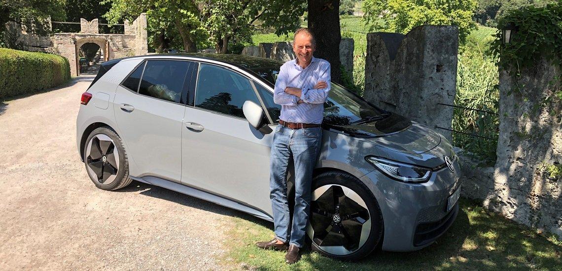 Im Sommer fuhr Herbert Diess mit seiner Tochter im ID.3 zum Gardasee. Er dokumentierte die Reise auf LinkedIn. (c) Volkswagen