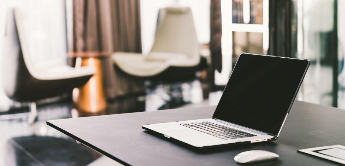Wenn die Büros leer sind, werden Führungsaufgaben künftig verstärkt virtuell ausgeübt. Das erfordert ein Umdenken bei Führungskräften und Kommunikationsverantwortlichen. (c) Getty Images/Sushiman