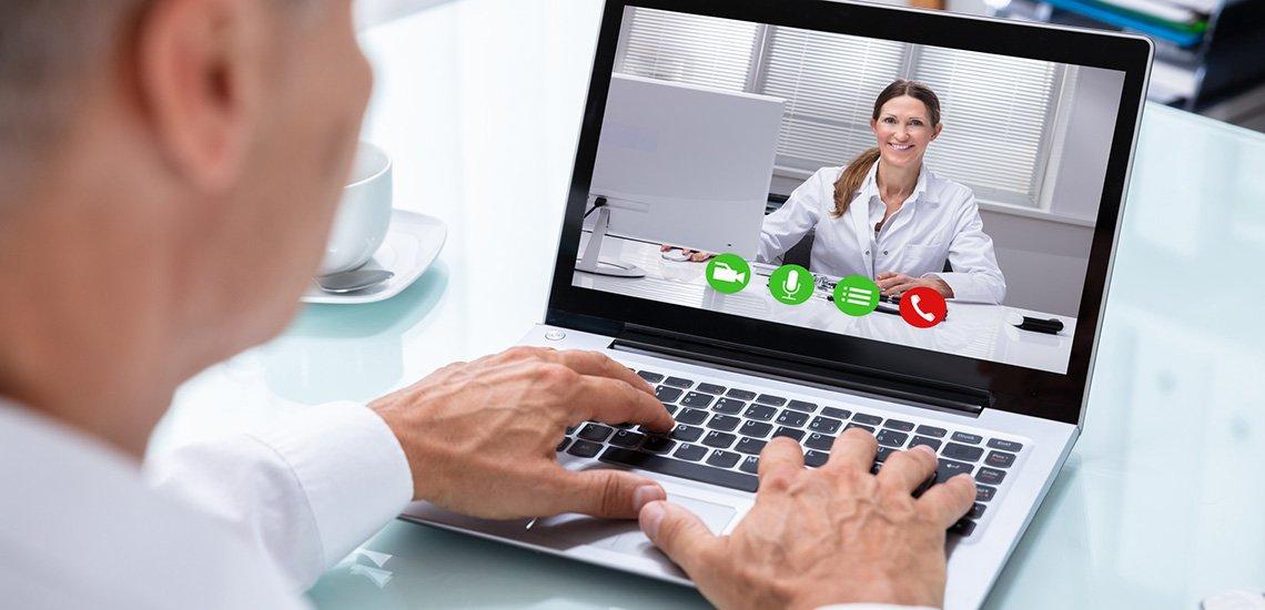 Damit Videokonferenzen nicht zum Desaster werden, sollten Sie folgende Tipps beachten./ Videokonferenz: (c) Getty Images/AndreyPopov