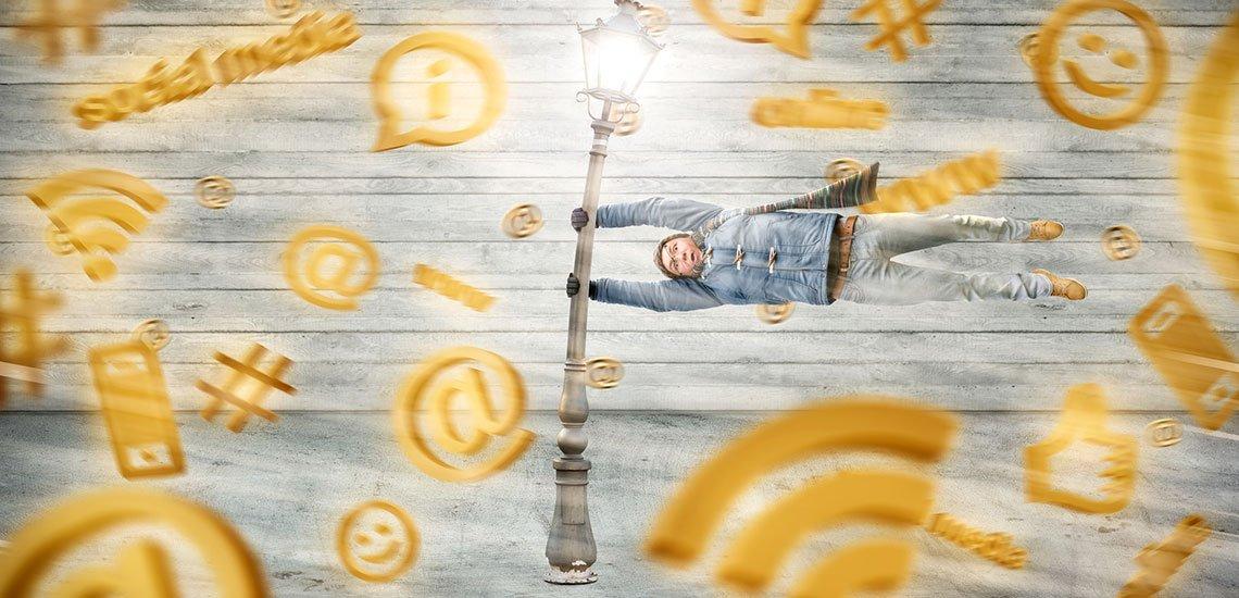 Ein wesentlicher Grund für die zunehmende Empörung in den Sozialen Medien sind Filterblasen und Echokammern. / Shitstorm: (c) Getty Images/ photoschmidt