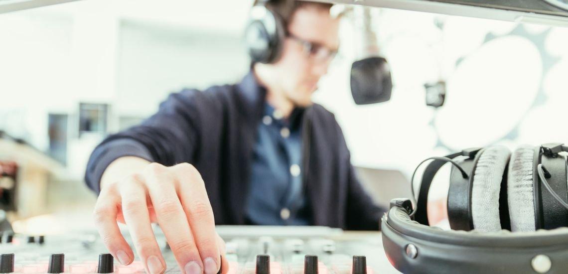 Mit Emotionen erreicht man Menschen – auch beim Podcast. / Symbolbild (c) Getty Images/Patrick Daxenbichler