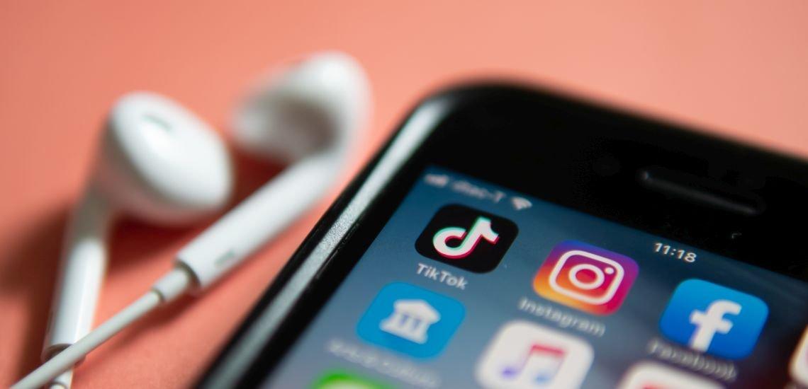 """Informationen vermitteln, aber den Nutzungsgewohnheiten des jeweiligen Kanals treu bleiben: """"Social First"""" beginnt bei der Konzeption von Inhalten. (c) Getty Images/Wachiwit"""