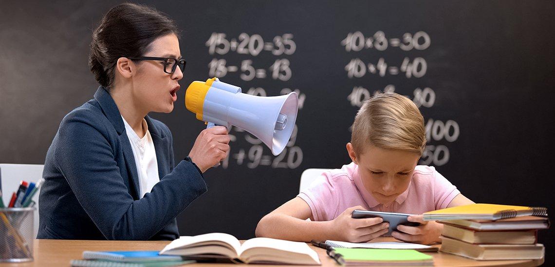 """Laut dem DJV Brandenburg sind deutsche Schulen """"ideologisch verseucht"""". (c) Getty Images / Motortion"""