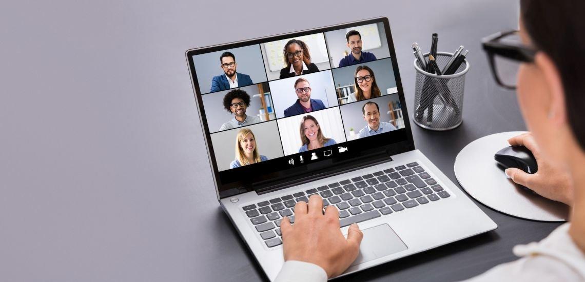 Videokonferenzen haben sich etabliert. Doch Digitalisierung ist nach wie vor eine große Herausforderung für die PR-Branche. (c) Getty Images/ AndreyPopov