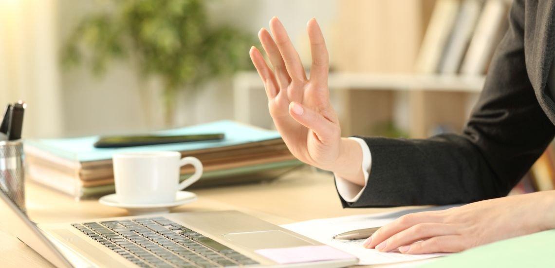 Bei digitalen Bewerbungsverfahren bleiben die Zwischentöne oft auf der Strecke. (c) Getty Images/Pheelings Media