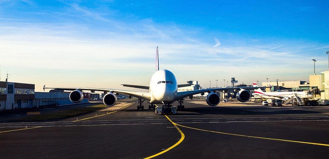 Themen setzen und kanalübergreifend kommunizieren – diese Ziele verfolgte Fraport mit der Einführung eines Newsrooms. (c) Getty Images/flik47
