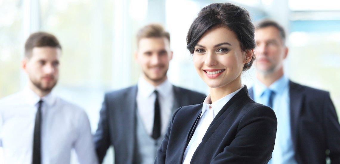 Weibliche CEOs sind eine Seltenheit./ CEO: (c) Getty Images/opolja
