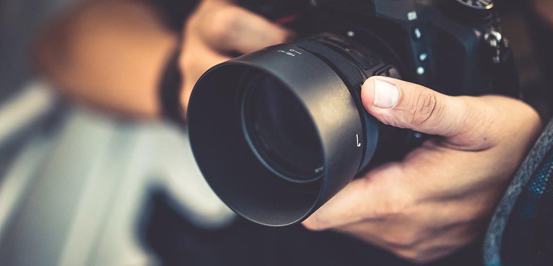 Wer professionell Pressearbeit betreibt, sollte auch in geeignetes Bildmaterial investieren. (c) Getty Images / ArisSu