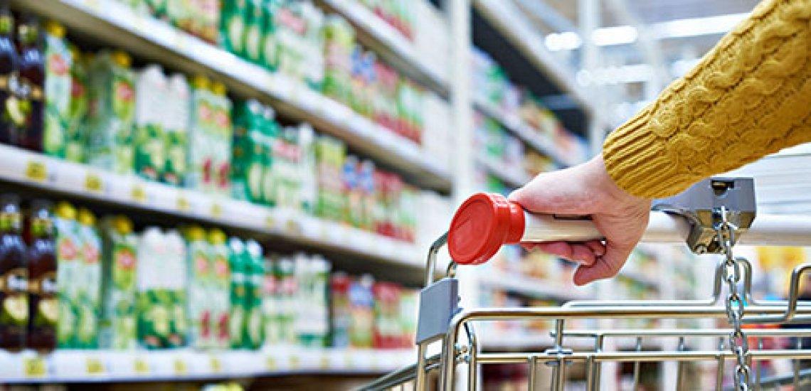 Edeka ist Schlusslicht im Oxfam-Supermarkt-Ranking./ Supermarkt: (c) Getty Images/ sergeyryzhov