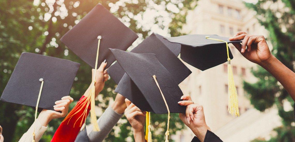Inwieweit gelingt es Hochschulen, den PR-Nachwuchs praxisnah auszubilden? (c) Getty Images / Prostock-Studio