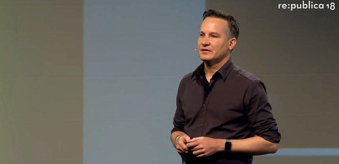 Richard Gutjahr spricht auf der re:publica 2018 über Hass gegen ihn und seine Familie./ Screenhshot: (c) Youtube/re:publica