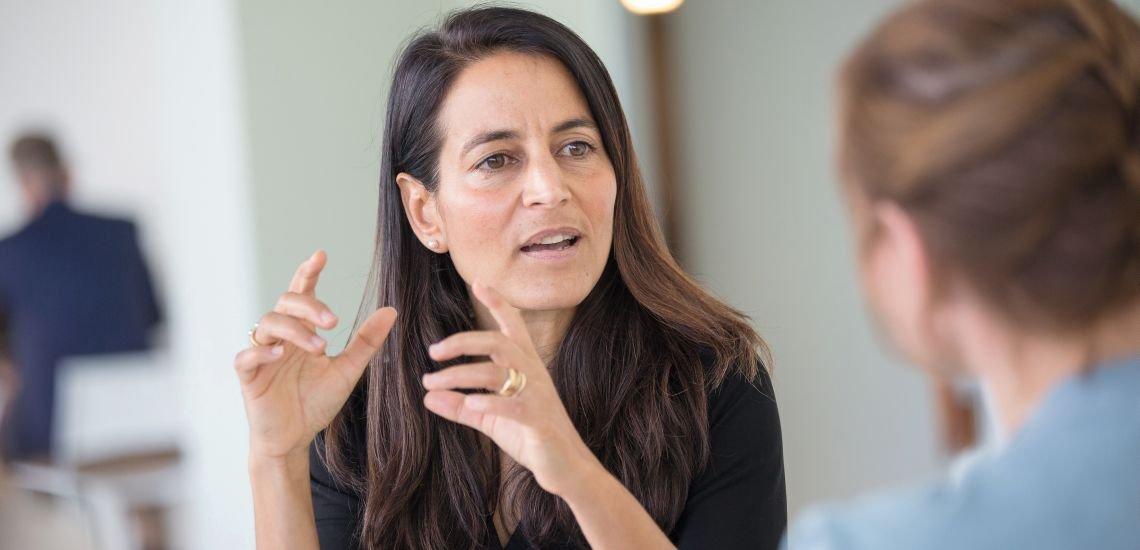 """""""Wir haben ein schlechteres Image, als wir verdienen"""", sagt Allianz-Kommunikationschefin Sabia Schwarzer. (c) Jana Legler"""