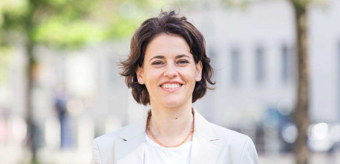 Als Staatsanwältin versteht sie, wovon sie spricht: Frauke Köhler informiert über den Ermittlungsstand in schwerwiegenden Staatsschutz-Strafsachen. Foto: Laurin Schmid