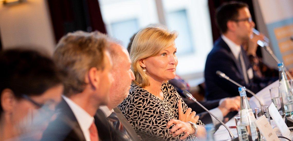BdKom-Präsidentin Regine Kreitz erklärt die Hintergründe der Umbenennung des Verbands. (c) BdKom