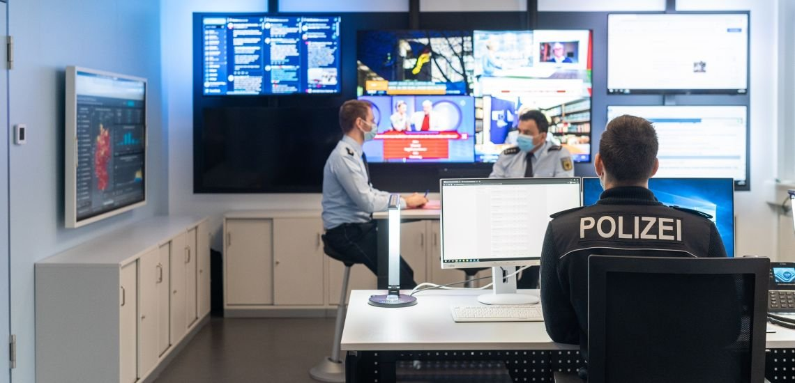 Der Newsroom der Bundespolizei hilft, die Nachrichtenlage zu beobachten. (c) Bundespolizei