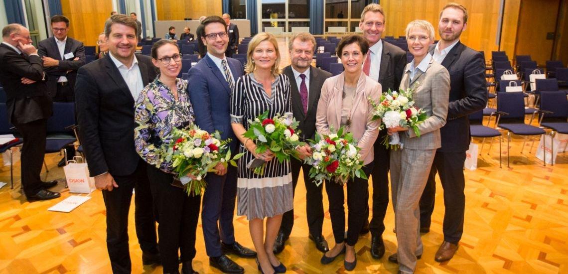 Das neue BdP-Präsidium (v.l.n.r.): Marco Vollmar (WWF Deutschland), Ina Froehner (Dawanda), Florian Amberg (Ergo Direkt Versicherungen), Regine Kreitz (Hertie School of Governance), Dr. Ulrich Kirsch (Hessenmetall), Katrin Träger (Sächsische Staatskanzlei, Landesvertretung Berlin), Sebastian Ackermann (Innogy), Marion Danneboom (Baywa), Magnus Hüttenberend (Tui) (c) Jana Legler