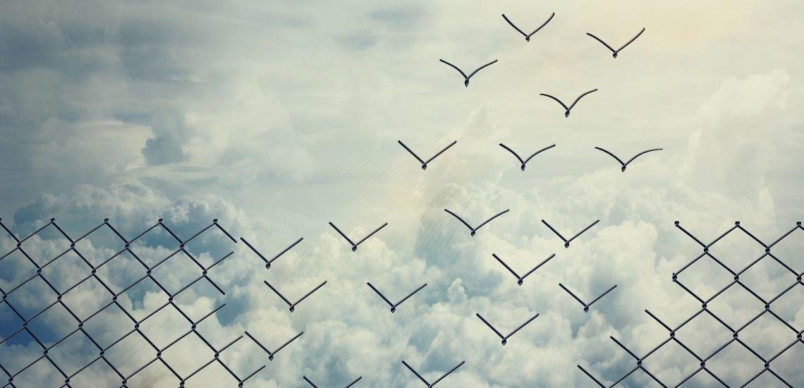 Raus aus dem goldenen Käfig – Freude, Neugier und Willenskraft helfen dabei. (c) Thinkstock/PsychoShadowMaker