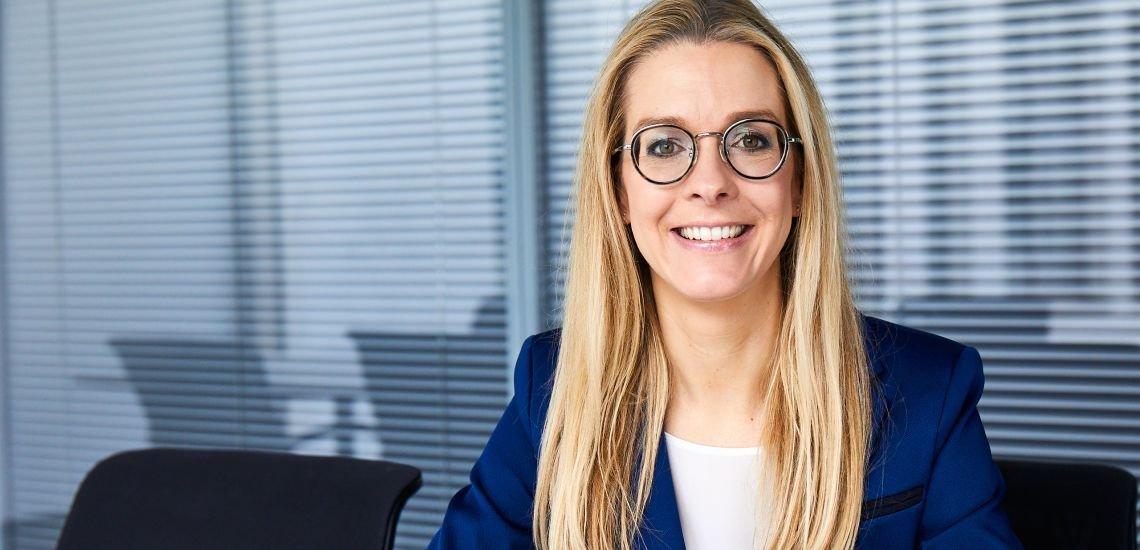 Sieht sich in Unternehmen gut aufgehoben, die mit kontroversen Themen zu tun haben: Claudia Oeking. (c)  Philip Morris Deutschland
