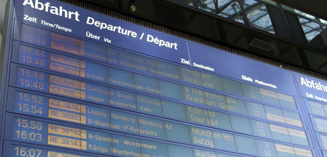 """Viele Züge verspäteten sich am Dienstag wegen des Orkantiefs """"Niklas"""", einige Fahrten wurden auf halber Strecke abgebrochen. (c) Thinkstock/claudiodivizia"""