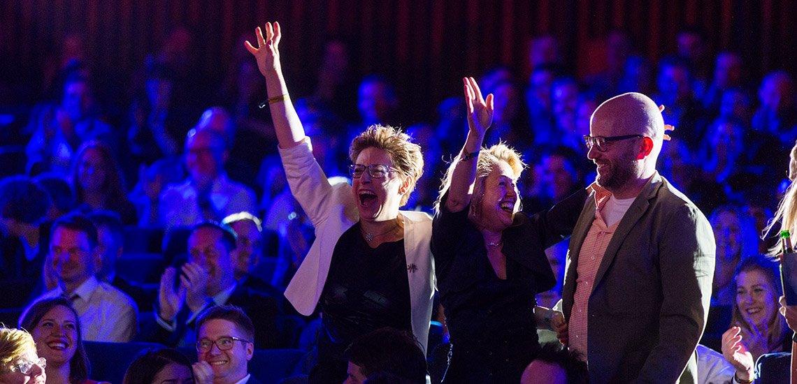 Hie freut sich das Team des Bayerischen Handwerkstags über den Sieg in der Kategorie Kampagne von Verbänden (c) Laurin Schmid