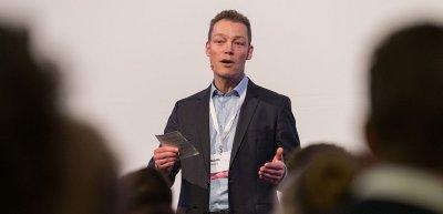 Martin Wehrle während eines Vortrags auf dem Kommunikationskongress 2018. (c) Laurin Schmid