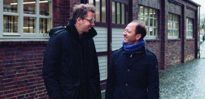 Berater und Kunde machen aus Studenten Korrespondenten: Jens Lange (links) und Alexander Haridi (c) Johannes Windolph