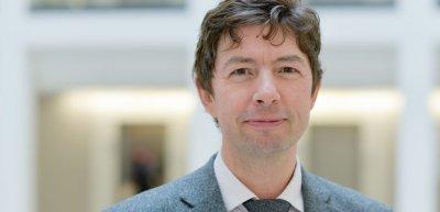 Virologe Christian Drosten erhält beim Kommunikationskongress 2020 den Ehrenpreis des BdKom. Foto: Wiebke Peitz/Charité – Universitätsmedizin Berlin