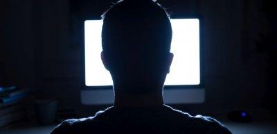 US-Senator Hawley legt einen Gesetzentwurf zur drastischen Einschränkung sozialer Netzwerke vor. (c) Getty Images / tommaso79