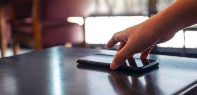 Per Whatsapp will die britische Regierung den Menschen verlässliche Informationen zu Corona liefern. (c) Getty Images / Farknot_Architect