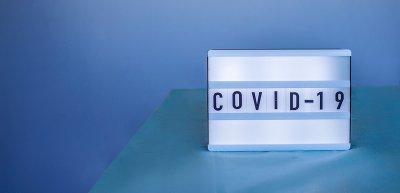 Die Kommunikation über Corona ist in den meisten deutschen Unternehmen Chefsache./ Covid-19: (c) Getty Images/ Maria Symchych-Navrotska