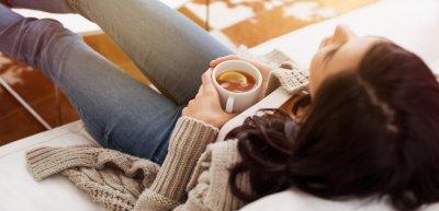 Das Bundesgesundheitsministerium will die Menschen motivieren, zu Hause zu bleiben./ Zuhause: (c) Getty Images/Ridofranz