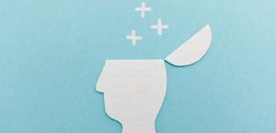 Sich mit anderen auszutauschen, halte uns frisch und mache unser Denken schneller, sagt Neurowissenschaftler Henning Beck. (c) Getty Images/MissTun