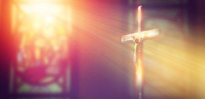 Wie können Kirchen dem Abwärtstrend kommunikativ entgegenwirken? (c) Getty Images / thanasus