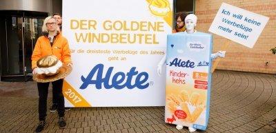 """Der """"Goldene Windbeutel"""" ging dieses Jahr an Alete. (c) Foodwatch"""