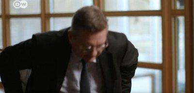 DFB-Präsident Grindel hat berühmte Vorbilder, wenn es darum geht, ein TV-Interview abzubrechen. (c) Deutsche Welle