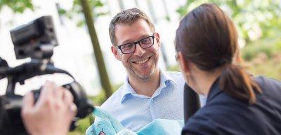 Sichtlich erleichtert nach der Präsentation: Sebastian D. Marcu kann nun entspannt ein Interview geben (c) Julia Nimke