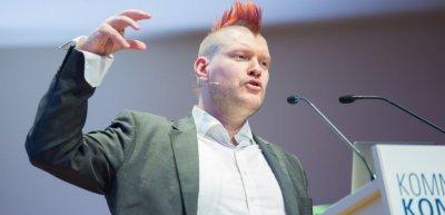 Sascha Lobo bei seinem Vortrag auf dem Kommunikationskongress 2015 (c) Laurin Schmid
